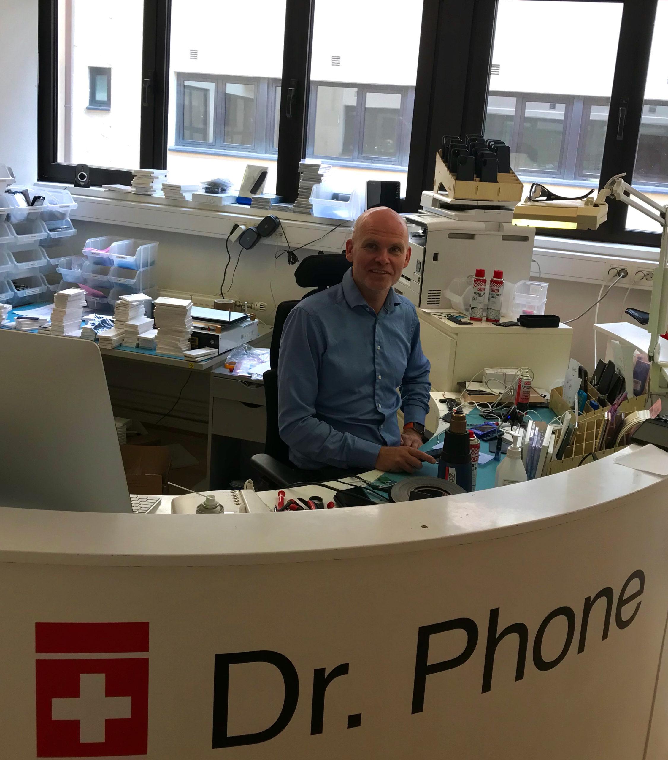 """Eirik, eller """"Dr. Phone"""", er både profesjonell reparatør og fikser i Restarters Norway."""